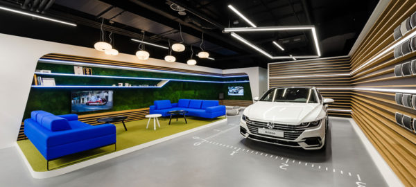 Le studio Mode:lina signe la Volkswagen Home à Varsovie